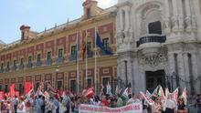 Más de 300 personas protestan en San Telmo para exigir la restitución de derechos en educación