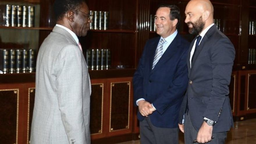 Obiang junto a José Bono y Jaime García Legaz durante su visita.
