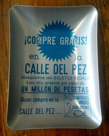 Cenicero promocional de la antigua asociación de comerciantes de Pez | Foto: Somos Malasaña