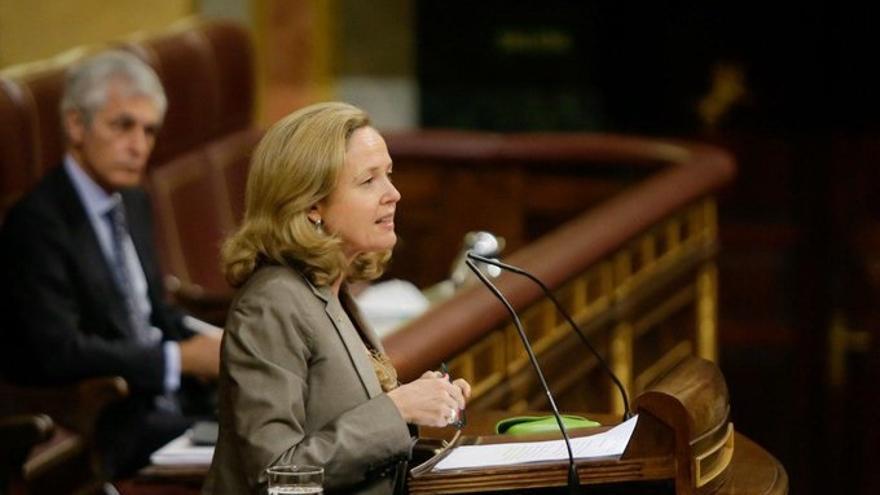 La vicepresidenta de Asuntos Económicos, Nadia Calviño, ante el Pleno del Congreso