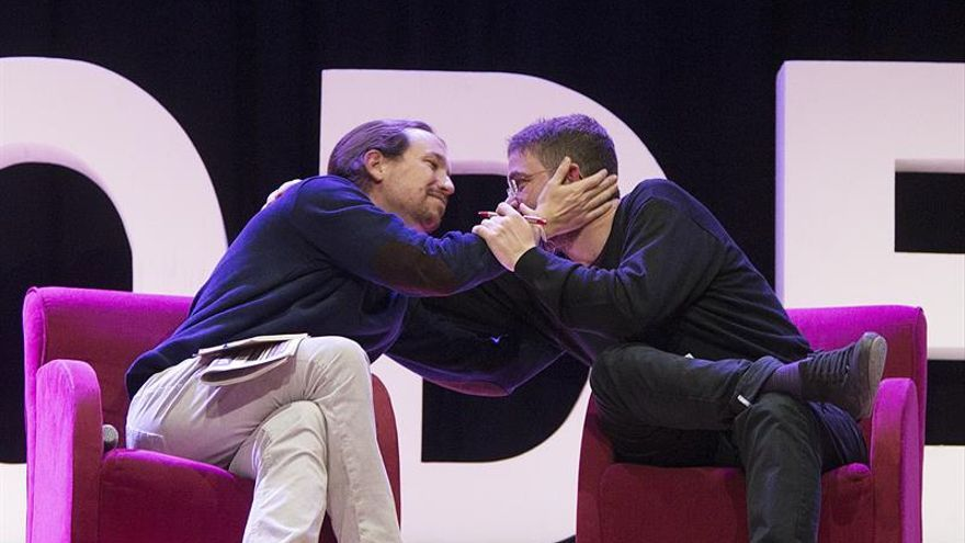 La dirección de Podemos pide a su líder en Catalunya que consulte a los inscritos su postura sobre el 1-O