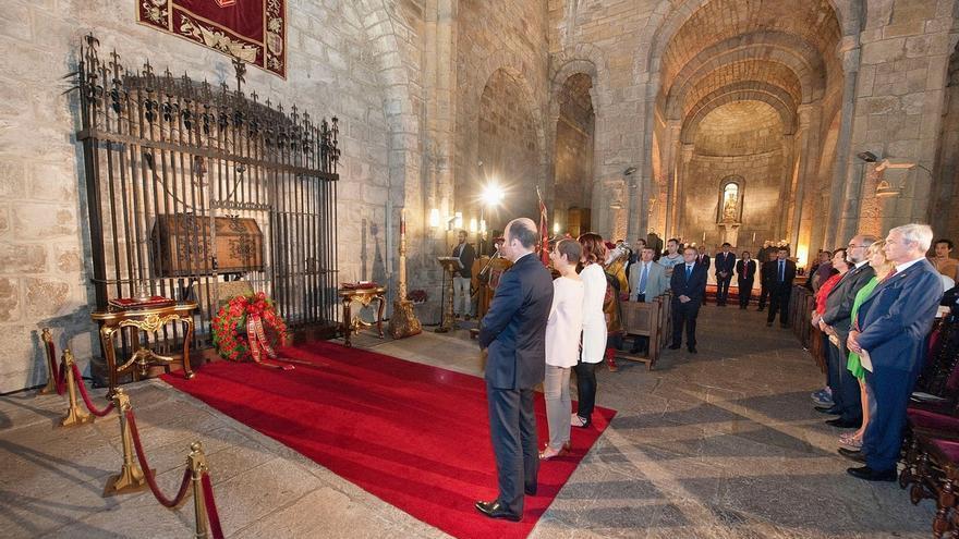 Las instituciones forales homenajean en Leyre a los Reyes de Navarra