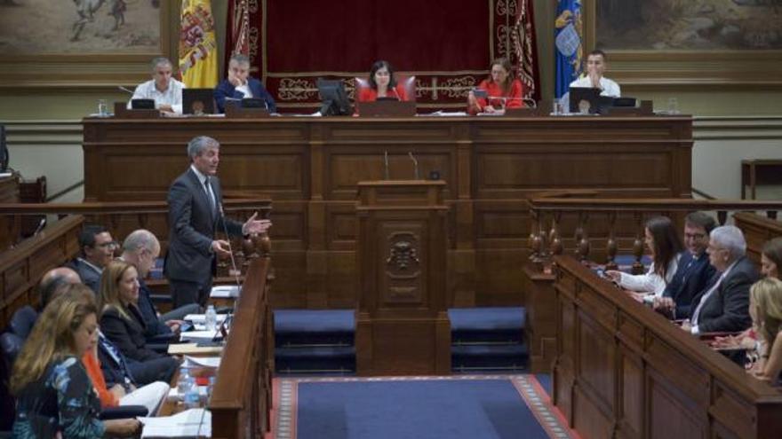 Intervención de Fernando Clavijo en el Parlamento de Canarias. (Flickr parcan).