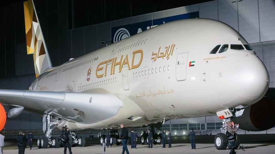 Heridos 31 pasajeros por turbulencias en un vuelo de Etihad en Indonesia