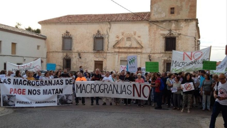 Protestas por el proyecto de una macrogranja con 140.000 cerdos en Pozuelo (Albacete)