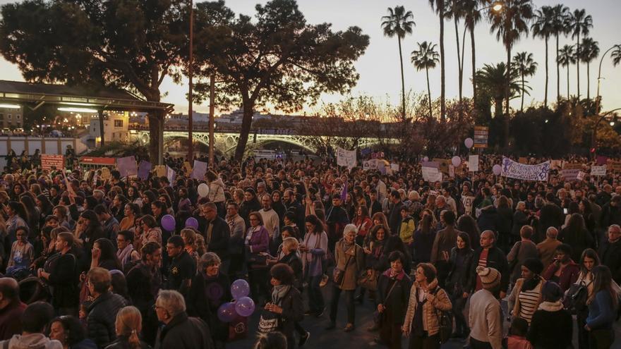 Miles de personas se manifiestan en Andalucía contra la violencia hacia las mujeres