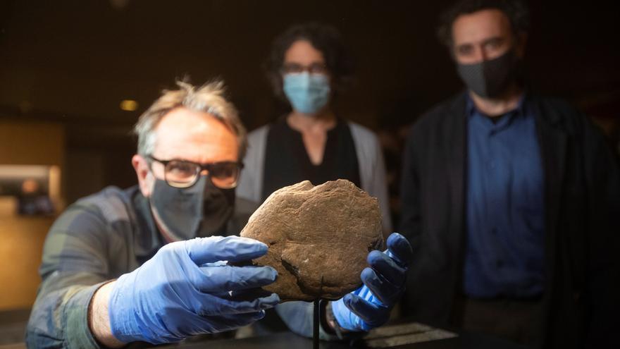 Hallan en el Priorat una piedra con grabados del Paleolítico Superior de más de 11.700 años