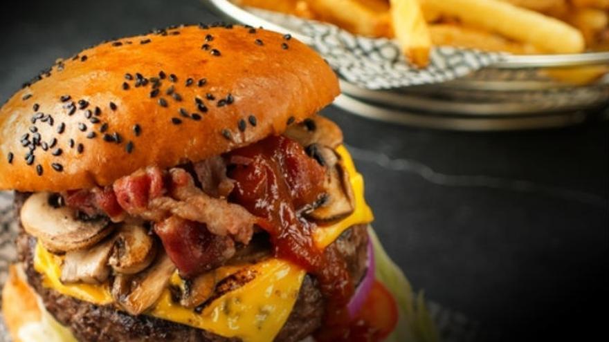 Las carnes procesadas provocan cancer colorectal según la OMS / EFE