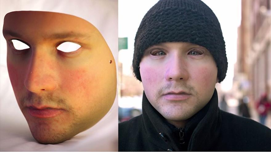 El artista Leo Selvaggio ha prestado su rostro como una especie de máscara a lo V de Vendetta o Anonymous