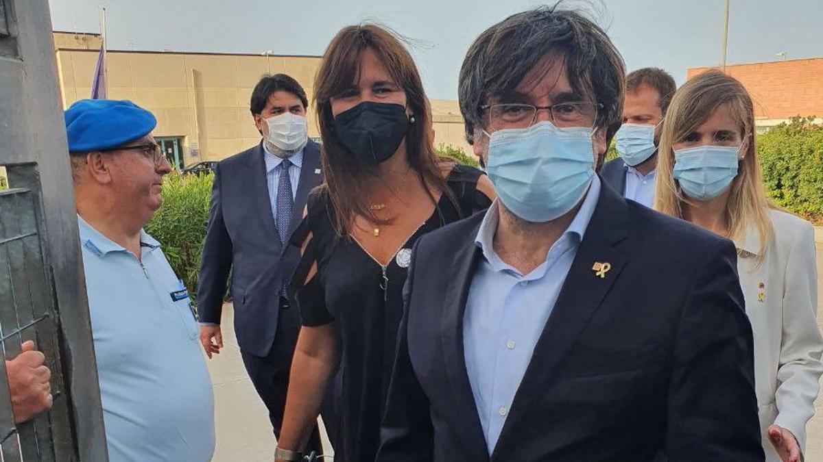 Puigdemont sale de la prisión de Cerdeña (Italia).