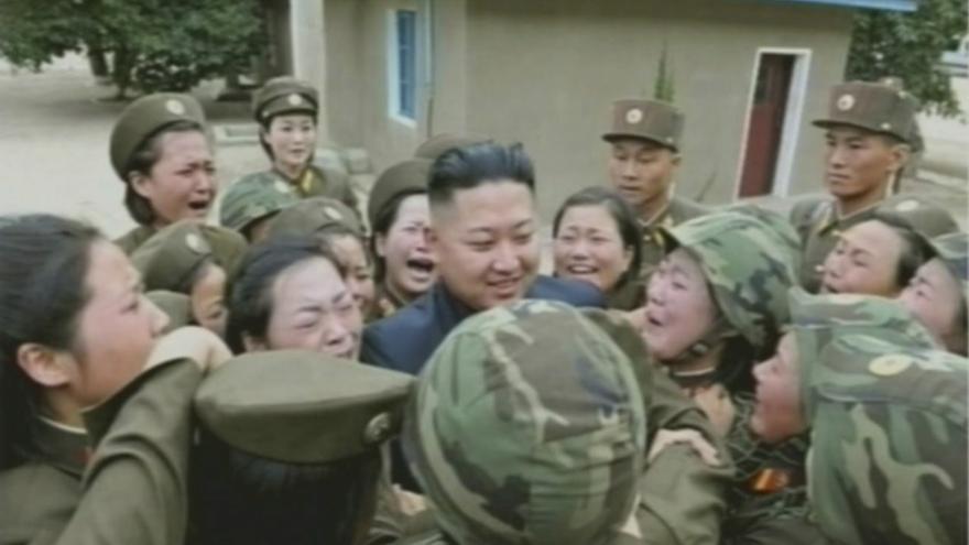 Kim Jong-un visita una unidad militar en plenas maniobras de Seúl y Washington