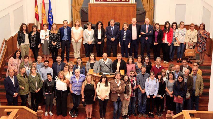 Participantes en el pleno extraordinario por el Día Mundial contra la Pobreza