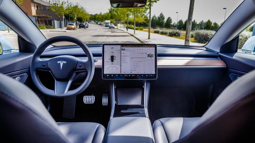 Imagen del interior del Tesla Model 3.