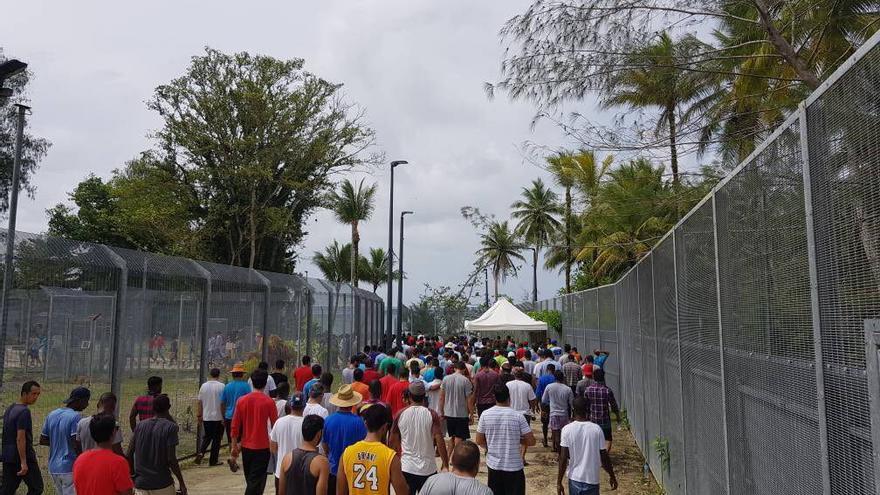 Refugiados en el centro de Manus.
