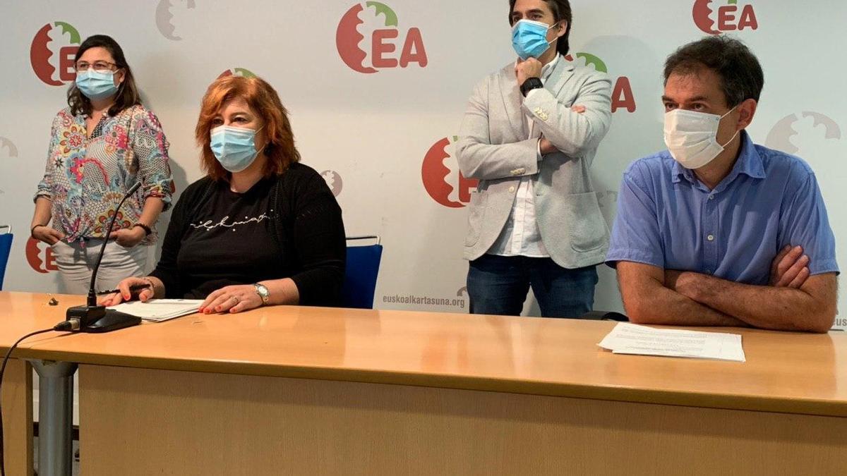 La secretaria general de EA, Eva Blanco, en un acto del partido en Vitoria