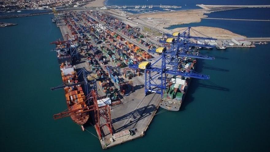 Uno de los muelles del puerto de Valencia