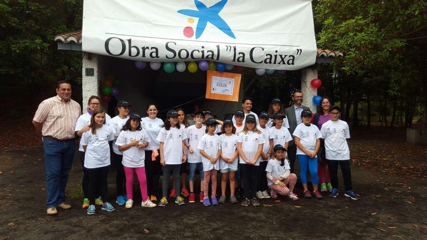 Participantes el campamento de integración en valores con representantes del Cabildo y Ayuntamiento de Barlovento. Foto cedida por el Ayuntamiento.