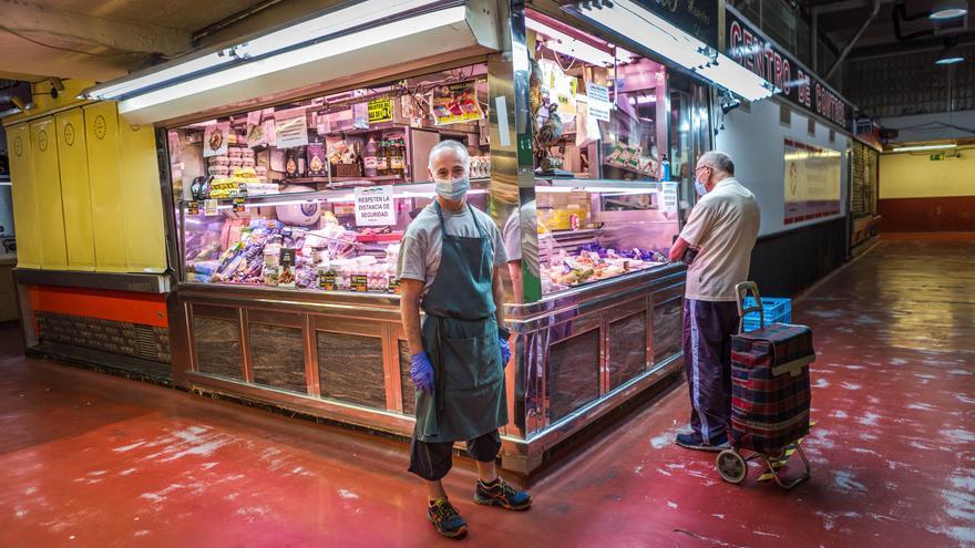 Santiago, pollero y antiguo propietario de una barra de degustación en el mercado de La Cebada.
