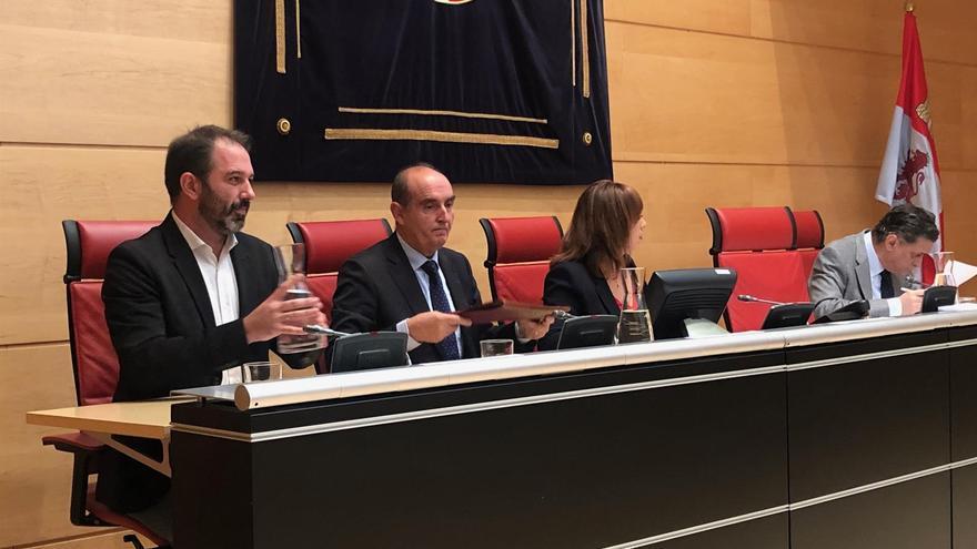 El Comisionado de Transparencia de Castilla y León y los representantes políticos de las Cortes.