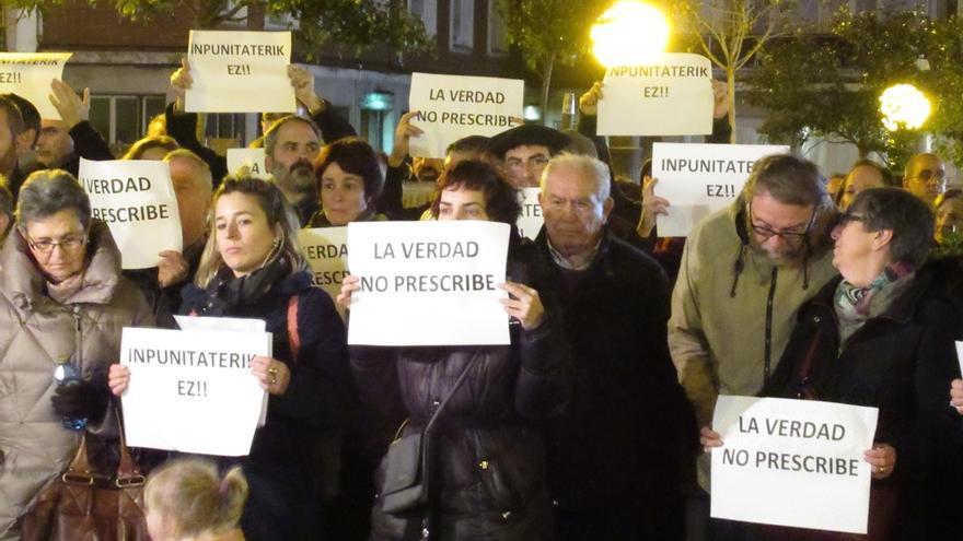 Cientos de personas arropan a los denunciantes de abusos por parte de un exdocente de Salesianos de Bilbao