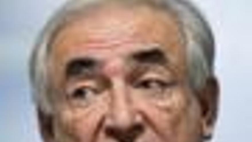 Strauss-Kahn afirma que el FMI estudia establecer una tasa a la banca
