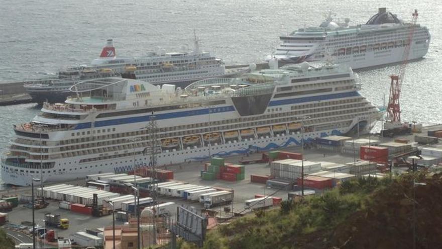 En la imagen, buques de crucero en el Puerto de Santa Cruz de La Palma.