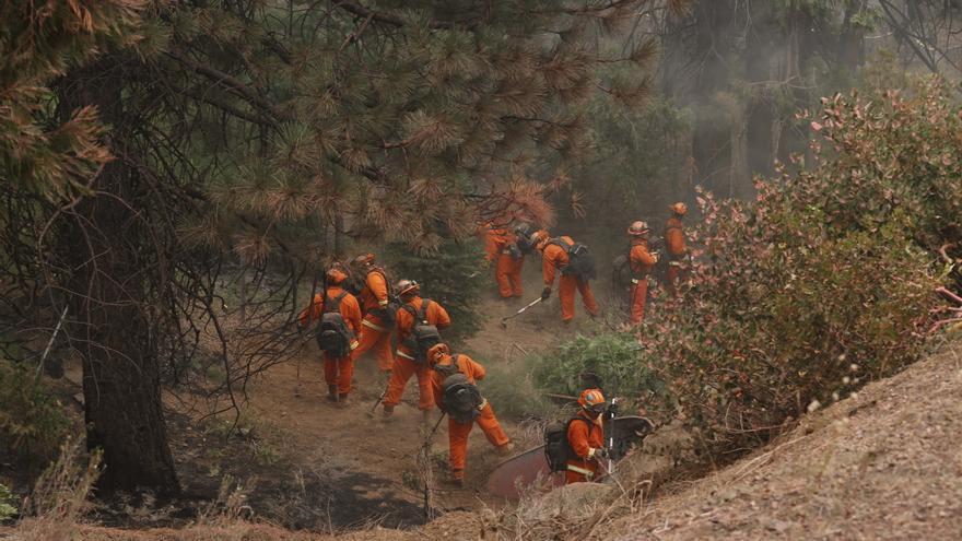 Nuevo incendio en California destruye más de 100 edificios y amenaza 7.000