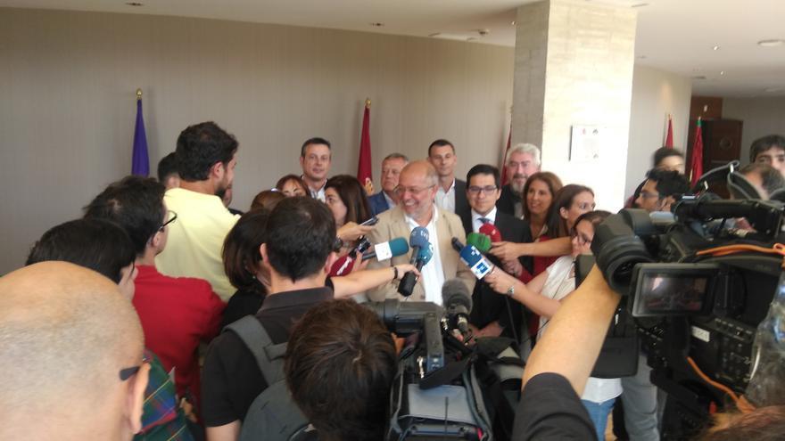 Francisco Igea atiende a la prensa junto a José María Espejo