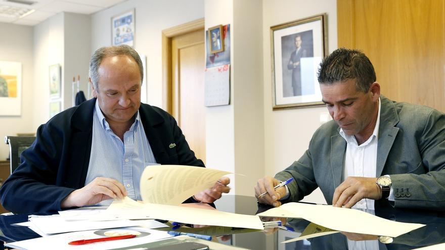 Gobierno y Ayuntamiento firman el convenio para garantizar los derechos de los afectados por derribos