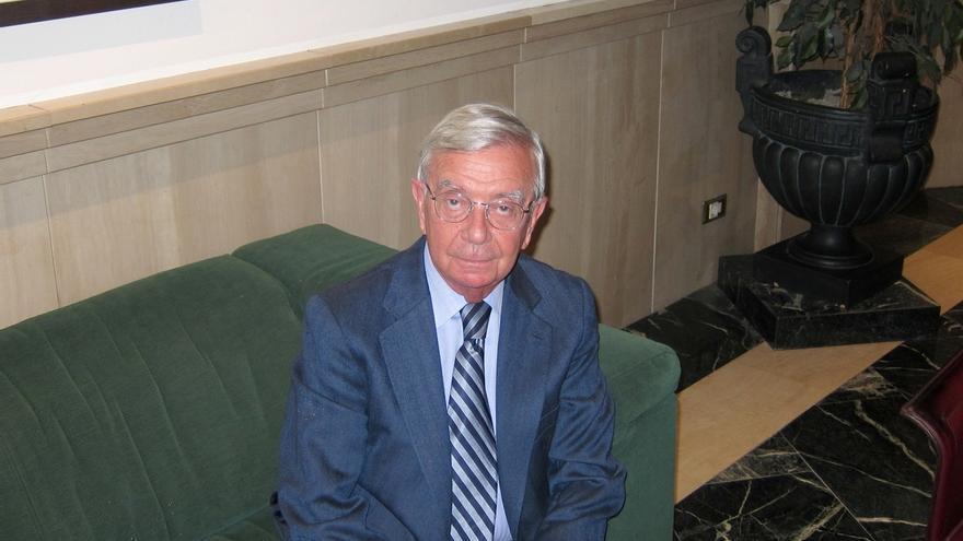El presidente de la Real Academia de Gastronomía clausura este jueves unas jornadas en el Colegio de Médicos