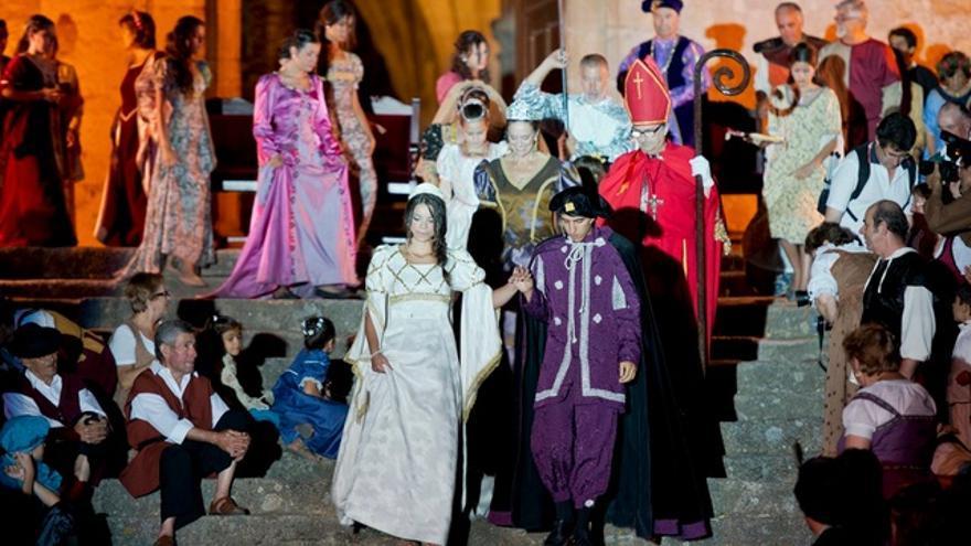 Valencia de Alcántara recrea la boda real entre la Infanta Isabel, hija de los Reyes Católicos, y el Rey de Portugal, Don Manuel / Turismo Extremadura