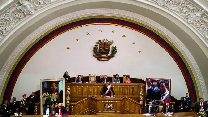 El Parlamento de Venezuela aprueba los poderes especiales para Maduro