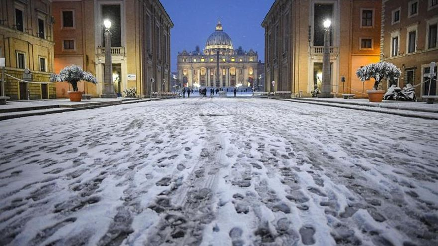 Retrasos en los ferrocarriles y colegios cerrados en Roma tras la nevada