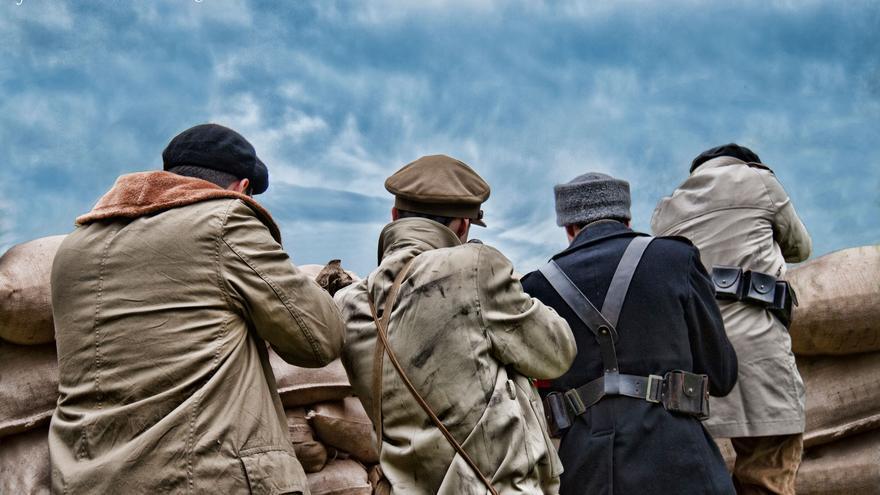 Madrid, enero de 1937. Las Milicias Vascas Antifascistas haciendo fuego desde sus posiciones en el parque del Oeste. La lucha es muy intensa en el entorno de la Ciudad Universitaria (fotografía Alma & You Photography)