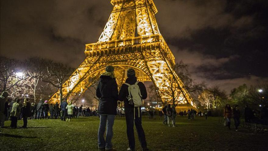 Quemados 1.067 coches en Francia en Nochevieja, un 10 por ciento menos que hace un año