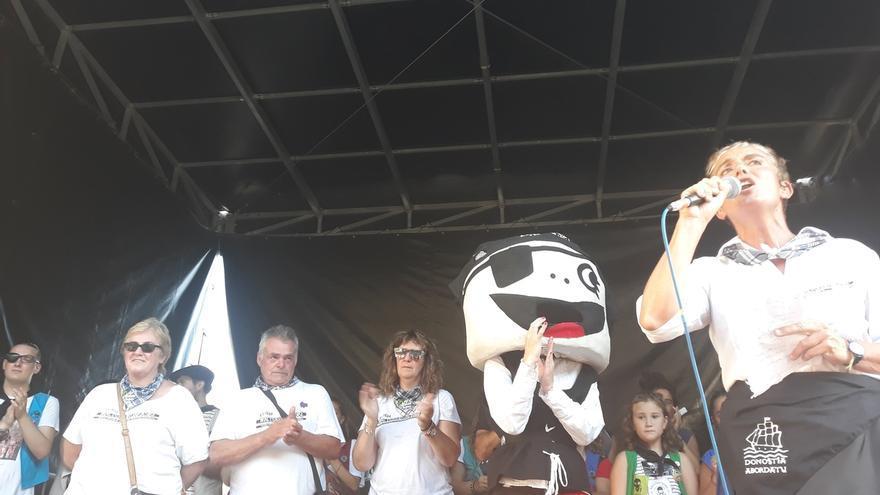 Los padres de condenados por la agresión a dos guardias civiles en Alsasua lanzan el chupinazo de 'Donostiako Piratak'