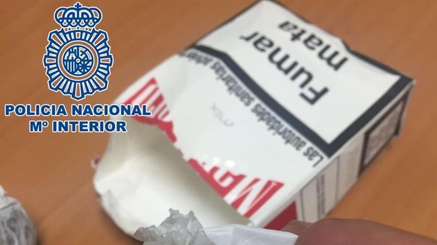 Detenido por consumir drogas junto a un parque infantil y por la posesión de hachís y cocaína