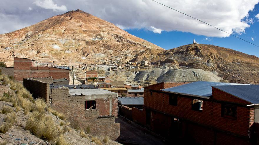 El Cerro Rico de Potosí, en el que aún persisten unas 300 minas que funcionan desde la época colonial. VIAJAR AHORA