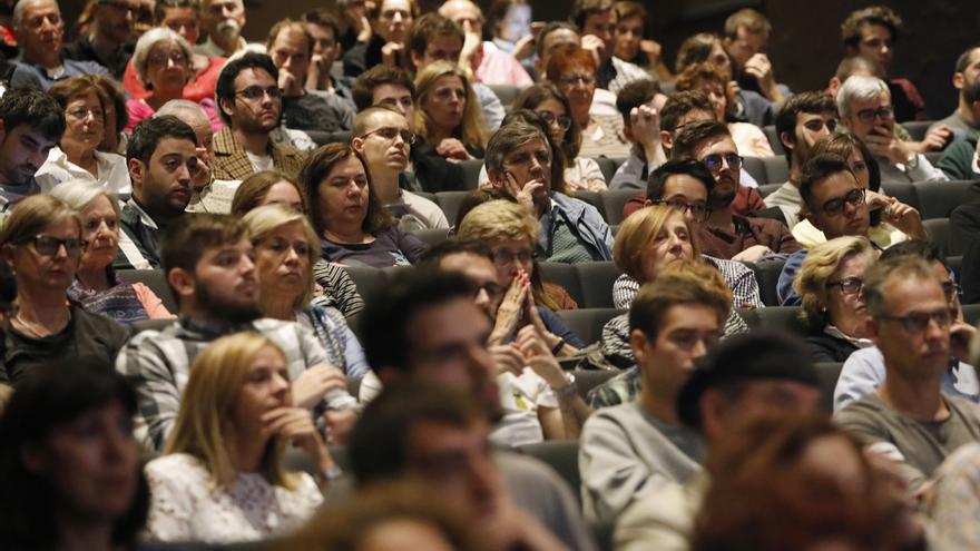 Aforo completo en el debate entre Carmen Calvo e Íñigo Errejón organizado en eldiaro.es en CaixaForum Madrid