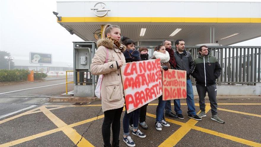 Mas de 3.000 trabajadores reivindican en Figueruelas la permanencia del Corsa