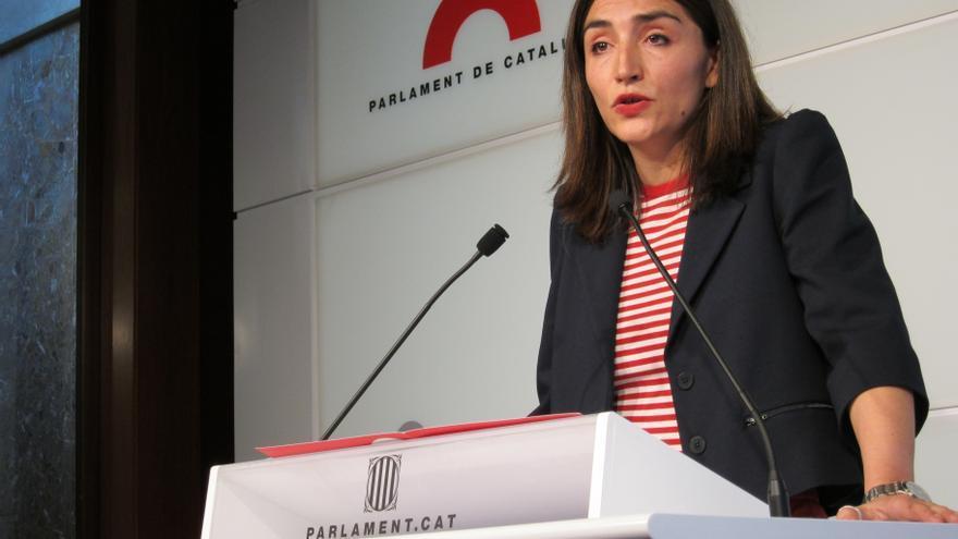 La diputada Martínez-Sampere (PSC) acata la disciplina de voto pero dimite de la dirección