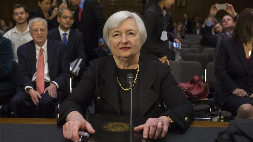 """Yellen defiende la expansión monetaria, aunque """"no puede continuar para siempre"""""""