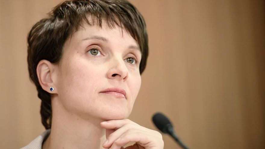 La jefa de ultraderecha alemana renuncia a liderar el partido en las elecciones