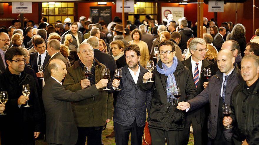 Tradicional acto de descorche de la nueva cosecha de vinos de Tenerife.