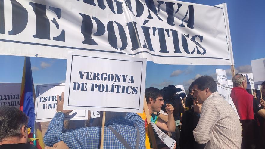 Una veintena de CDR protestan por la falta de unidad independentista en un acto de ERC