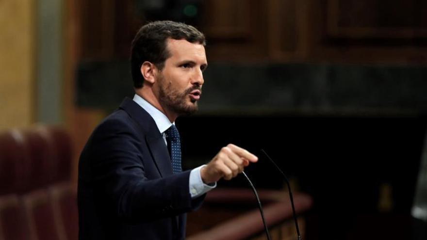 Casado pide a Sánchez que haga como el PP y defienda a España frente a Torra