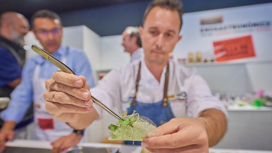 Actividad culinaria en un certamen, en una imagen de archivo