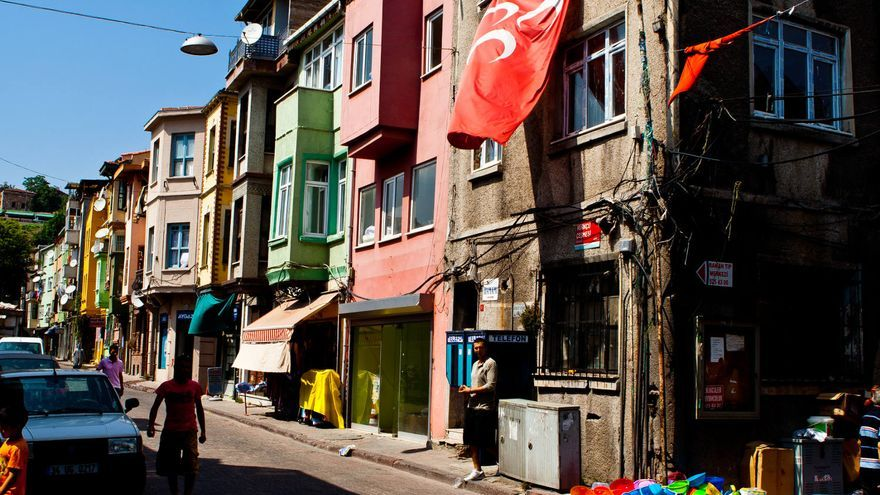 Calles del populoso barrio de Fener, en Estambul. VIAJAR AHORA