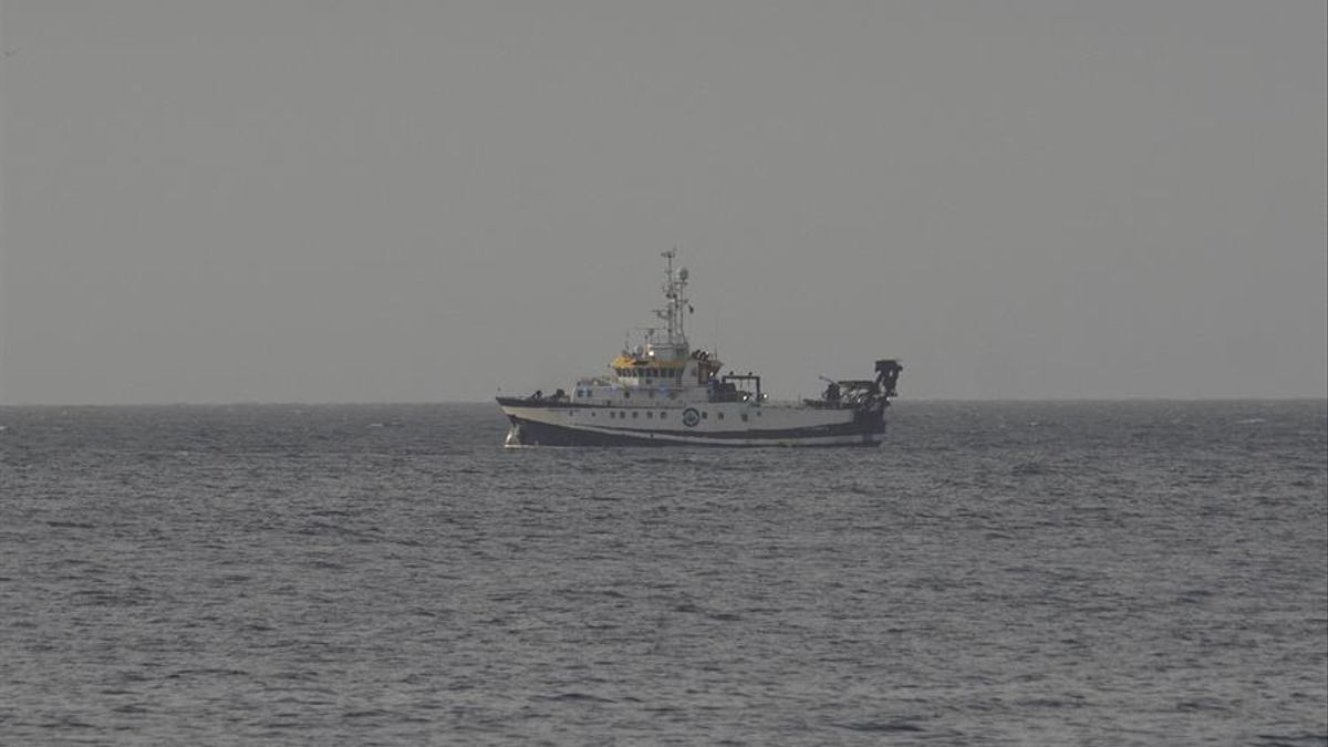 El buque Ángeles Alvariño este viernes, en busca de Anna y Tomás Gimeno