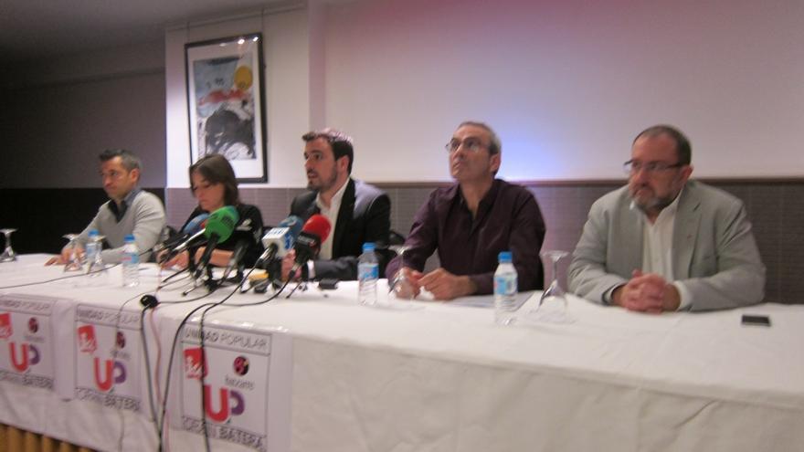 """Garzón ve """"verdaderamente espeluznante"""" que Hollande """"se salte el déficit público para poder ir a la guerra"""""""